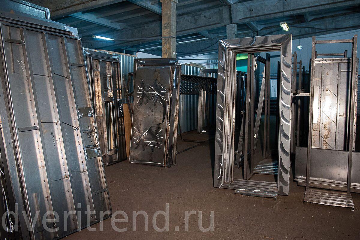 металлические двери метро красногвардейская